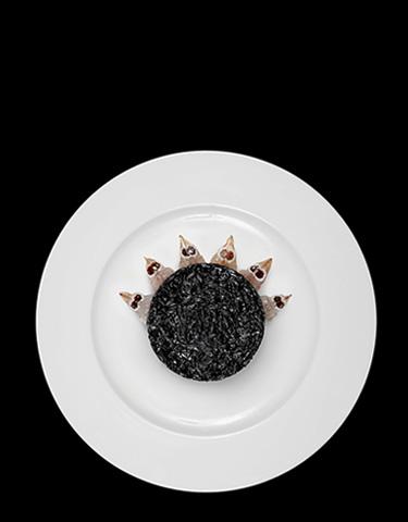 Risotto al nero di seppia con tartare di canocchie